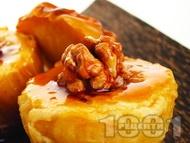 Печени ябълки с орехи и мед